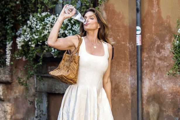 Cindy Crawford drinks a bottle of San Benedetto in Rome